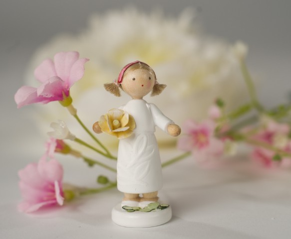 FLADE-MÑdchen mit Rose gelb