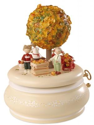 FLADE-Spieldose Der Apfelbaum im Herbst1