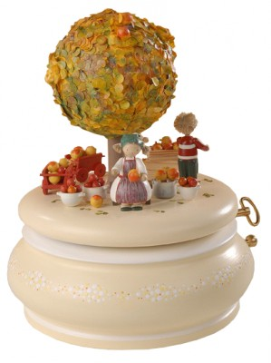 FLADE-Spieldose Der Apfelbaum im Herbst3