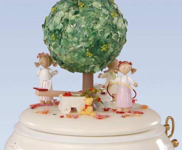 FLADE-Spieldose Der Apfelbaum im Sommer