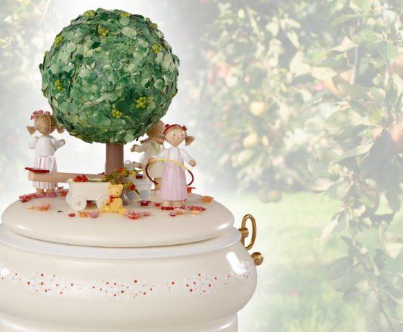 spieldose der alte apfelbaum im sommer flade. Black Bedroom Furniture Sets. Home Design Ideas